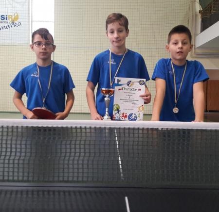 Srebrni medaliści Mistrzostw Gminy w Drużynowym Tenisie Stołowym