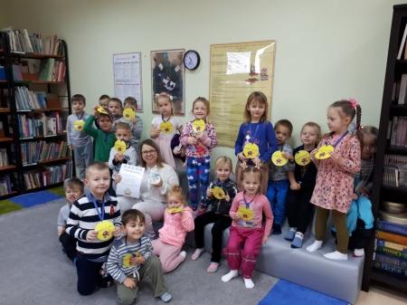 Wizyta Smerfików w bibliotece szkolnej
