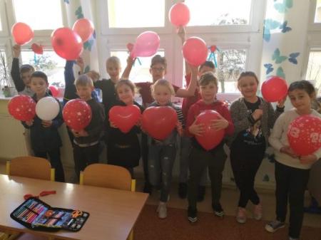 Walentynki wśród najmłodszych klas.