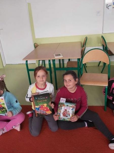 Spotkanie z książką wśród uczniów edukacji wczesnoszkolnej.